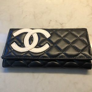 Handbags - Black quilted wallet